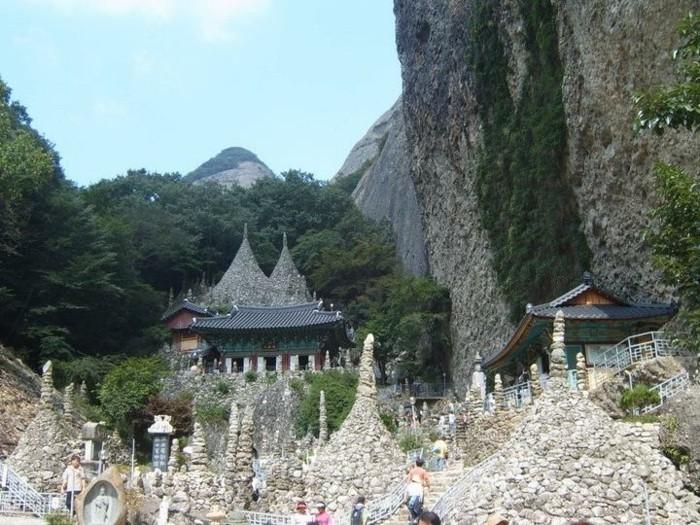 temple-bouddhiste-montagne-Tapsa-resized