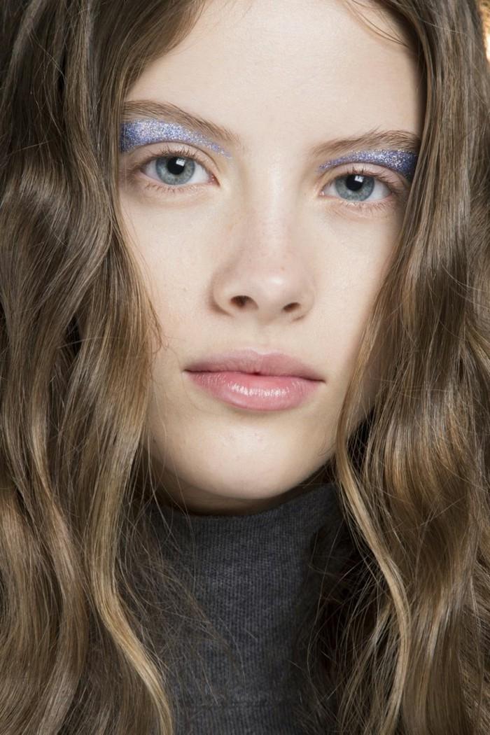 une-idée-maquillage-soirée-yeux-marrons-chic-modele-originale-maquillage