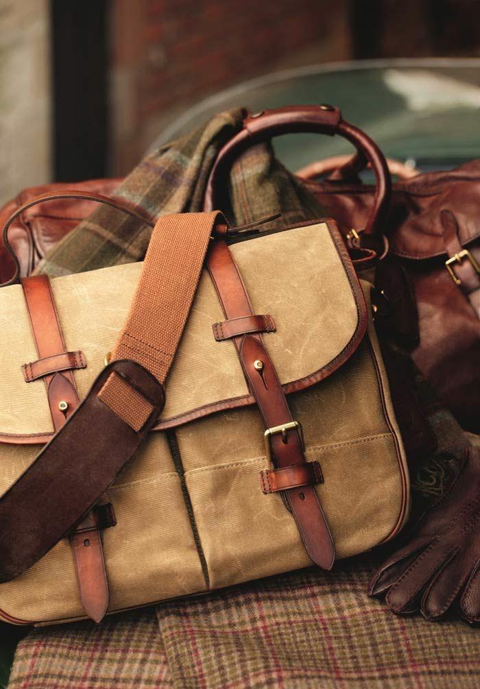 4bfb6acfe8 Comment porter une sacoche homme avec du style? - Archzine.fr