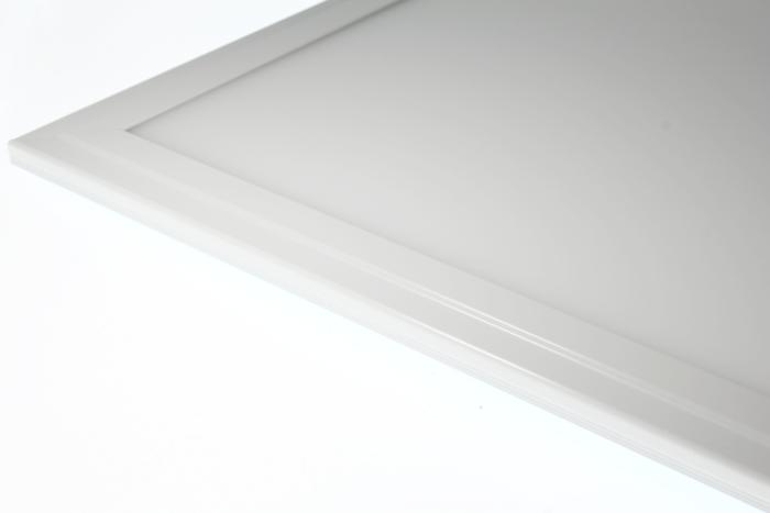 0-espace-ampoule-led-dalle-lumineuse-plafond-éclairage-idees-éclairage-plafond