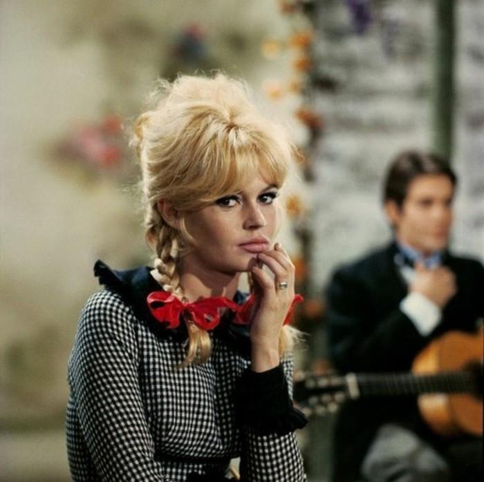 0-maquillage-brigitte-bardot-maquillage-année-60-rockabily-maquillage-femme