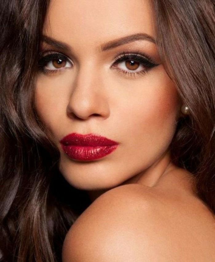 0-maquillage-pour-yeux-marron-levres-en-rouge-foncé-idees-maquillage-tuto