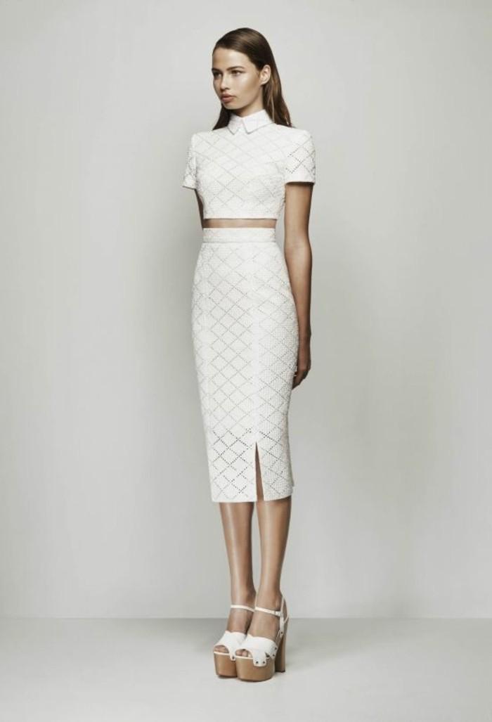 000-elegante-robe-d-emariage-top-avec-manhces-et-jupe-longue-sandales-blancs