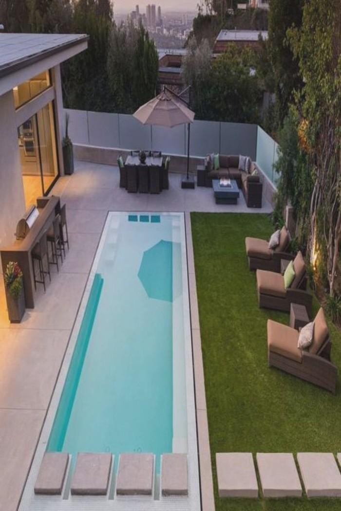04-entretien pelouse devant un piscine