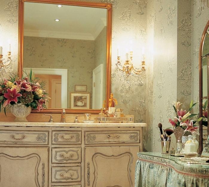 déco-salle-de-bain-style-vintage-élégante-idée-papier-peint-salle-de-bain-déco-somptueuse