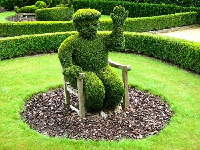 102-Statue de jardin - figure humaine, la main levee