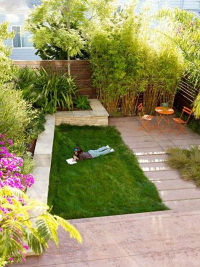 14-pelouse entretien une fille lisant
