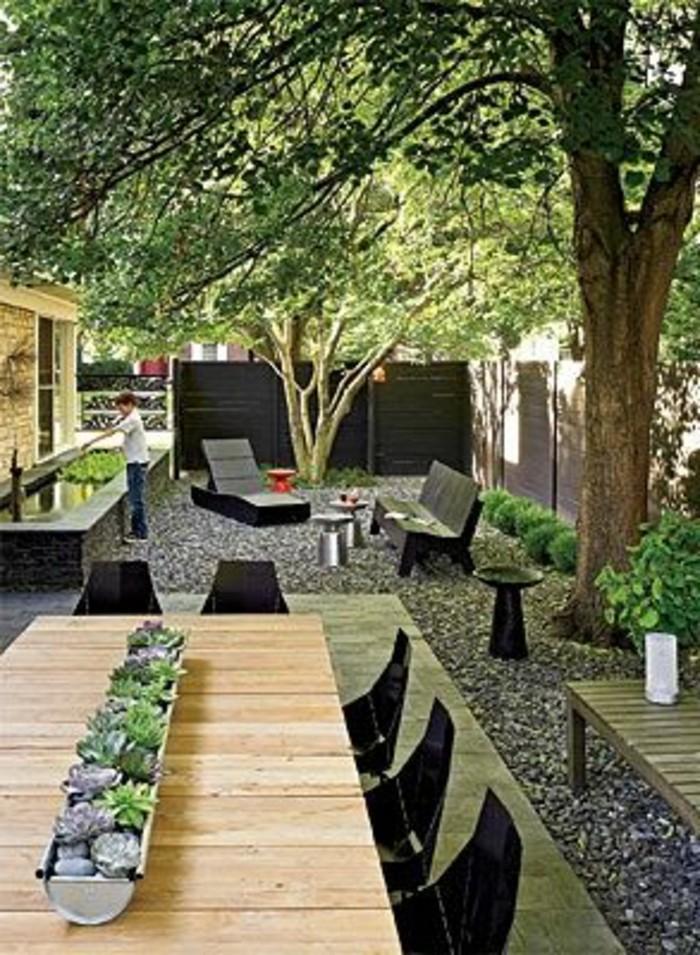 17-pelouse entretien - une table