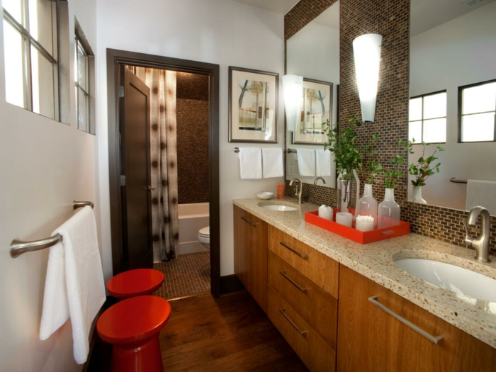 déco-salle-de-bain-moderne-en-bois-avec-des-accents-rouges-ambiance-cozy