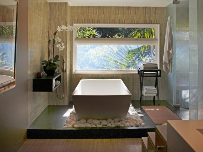formidanle-idee-salle-de-bain-baignoire-à-poser-sur-des-galets-salle-de-bain-zen
