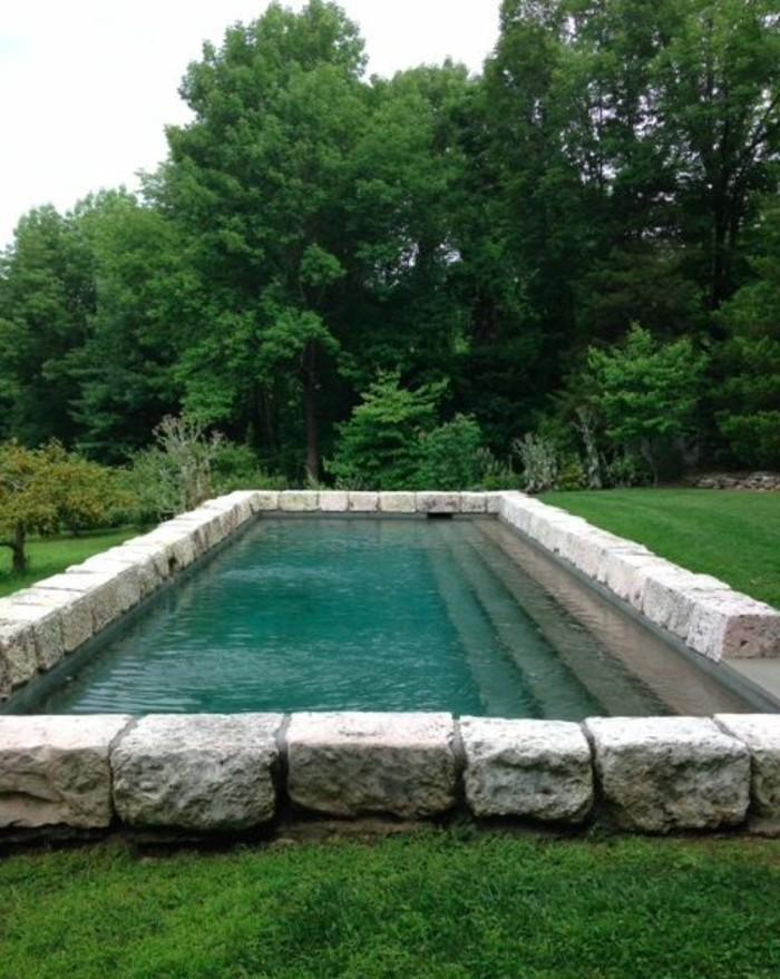 24-entretien de la pelouse - une piscine