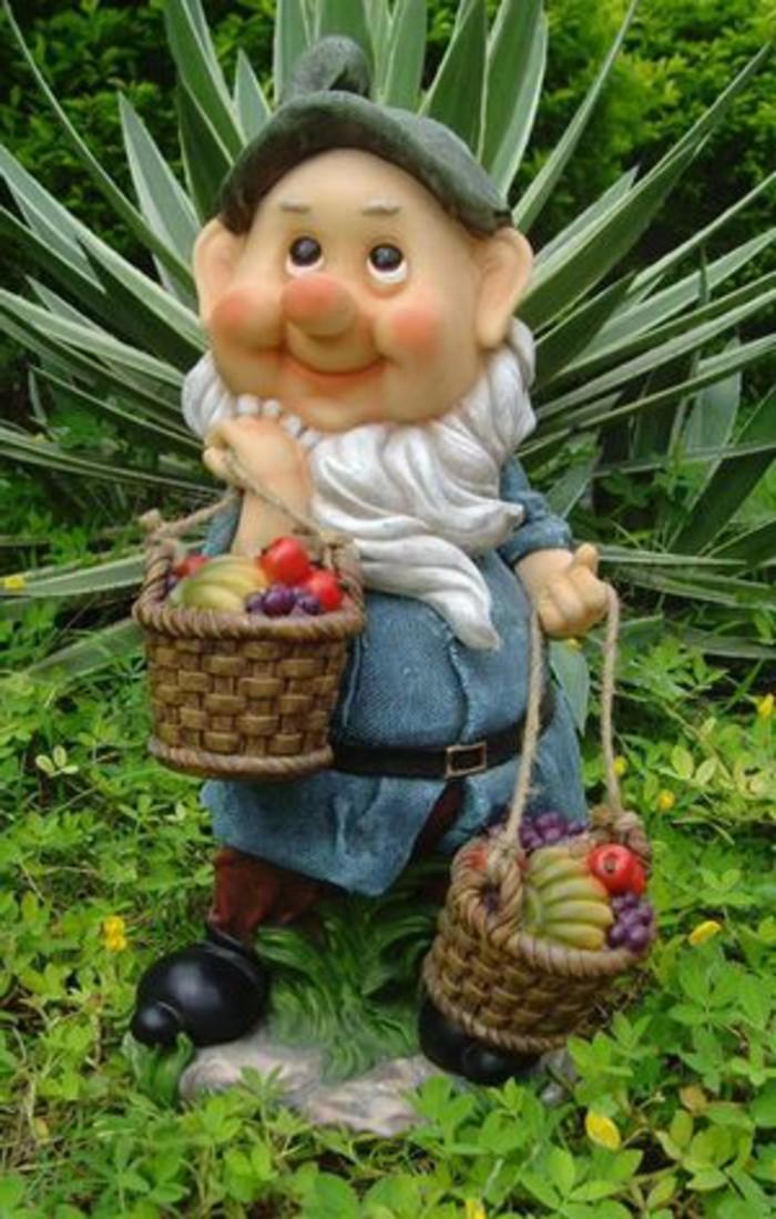 27-Nain de jardin original portant des fruits