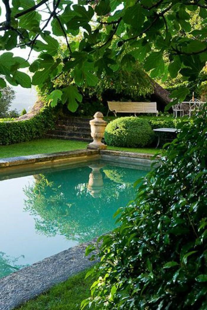 27-entretien de la pelouse autour d'une piscine