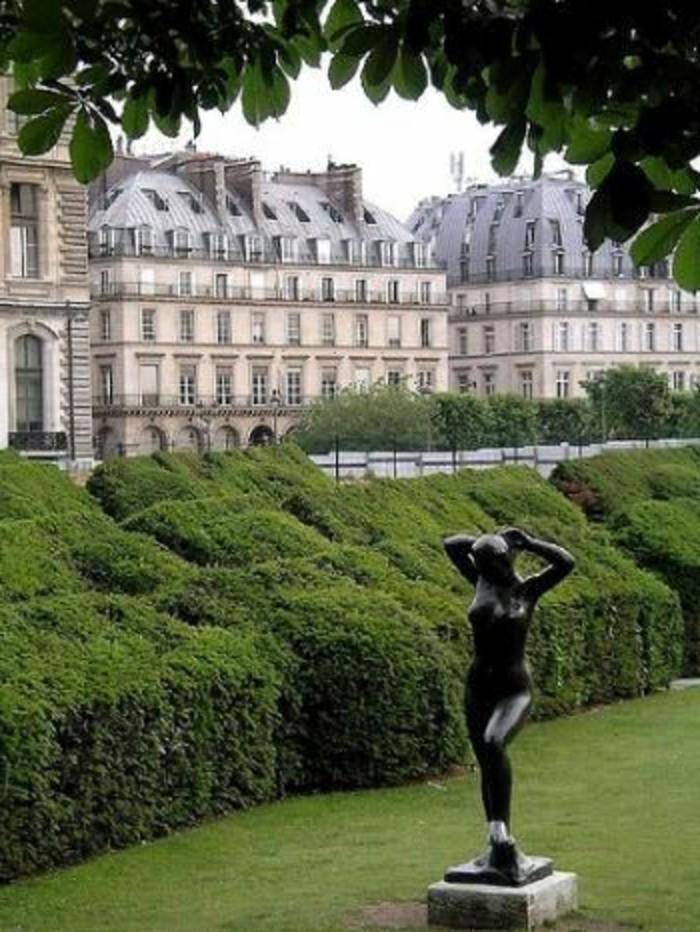 28-Sculpture pour jardin - une femme nue