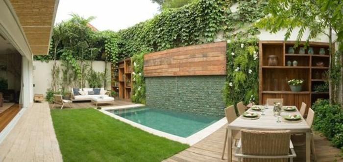 28-entretien de la pelouse - une piscine et une table