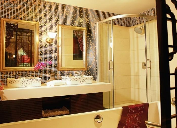 idee-deco-salle-de-bain-avec-mosaique-double-vasque-et-cabine-de-douche