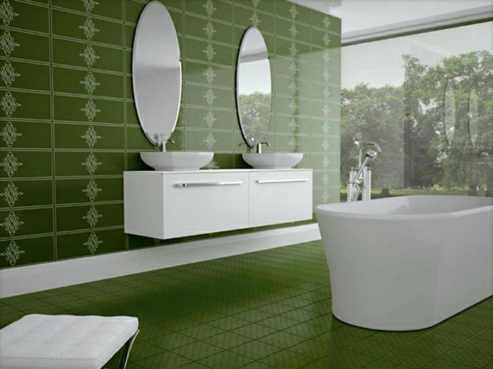 modele-salle-de-bain-baignoire-blanche-vasques-blanches-pharmacies-blanches-idée-salle-de-bain-en-vert-foncé