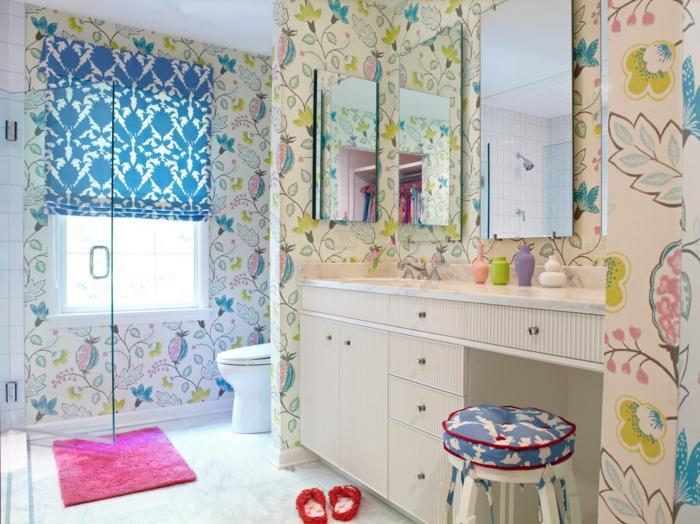 modele-salle-de-bain-pour-une-fille-ado-idée-papier-paint-multicolore-ambiance-gaie