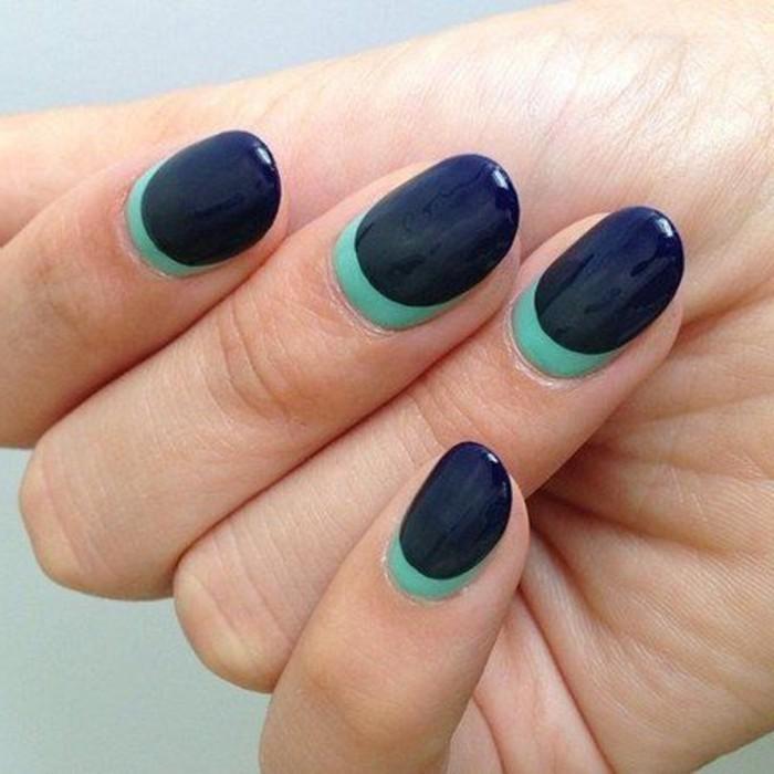 3-ongle-en-gel-deco-french-manucure-originale-en-bleu-foncé-modele-ongle