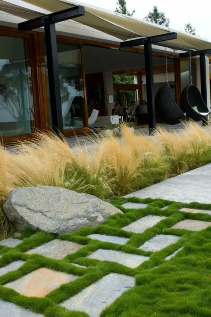30-entretien de la pelouse entre des pierres