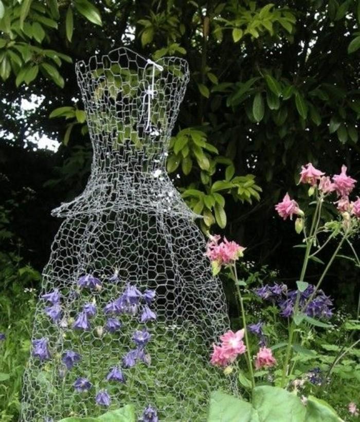 32-Sculpture pour jardin - une robe