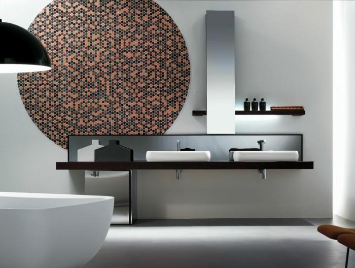 33-Exemple de salle de bain en blanc avec des motifs en noir