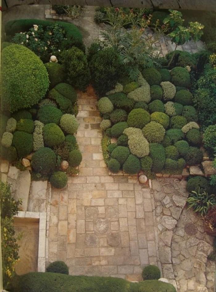 34-Sculpture pour jardin - des buissons