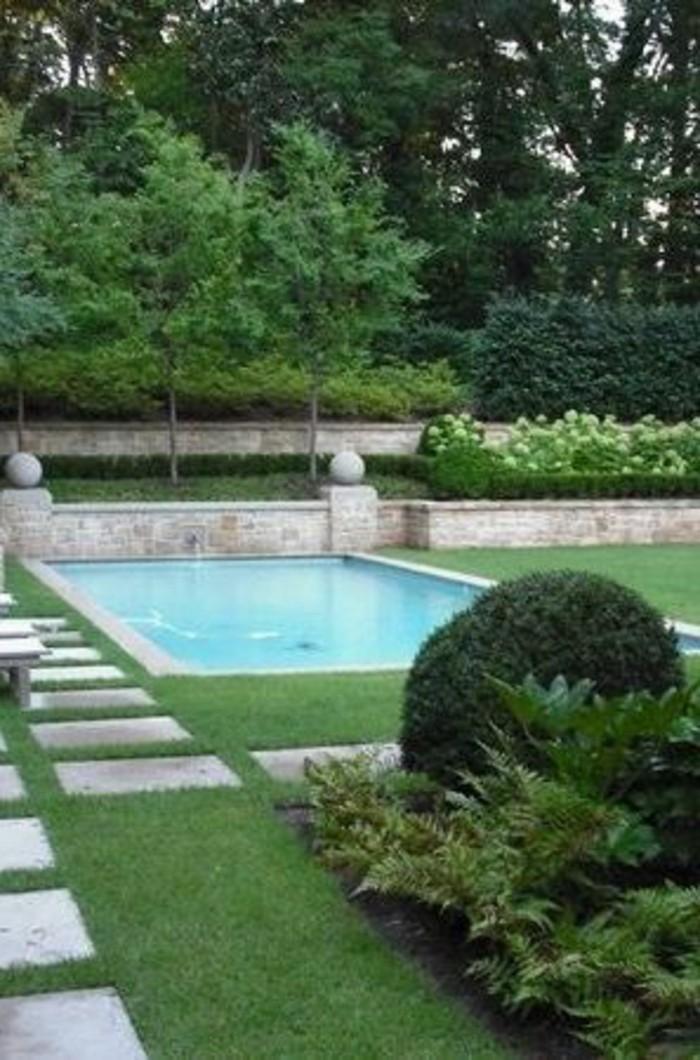 35-entretien du gazon - une piscine