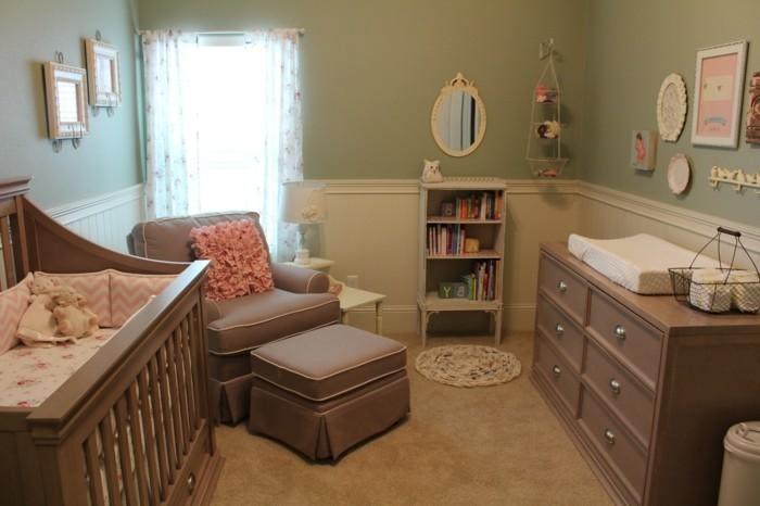 36idée-de-déco-chambre-bébé-vintage-style-lit-à-barreaux-étagères-commode-fauteil