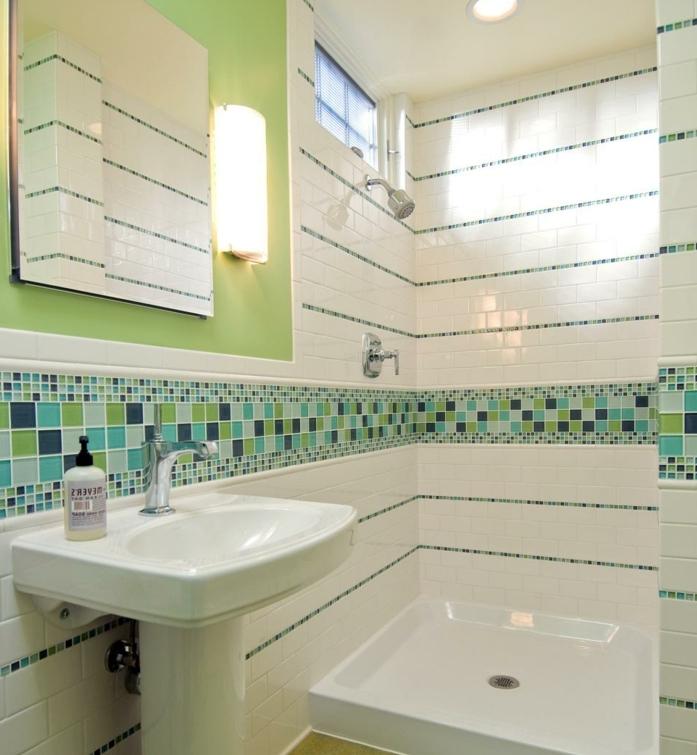 déco-salle-de-bain-petite-idée-carrelage-salle-de-bain-intéressant-subtil-jeux-de-couleurs-idée-douche-lavabo-colonne