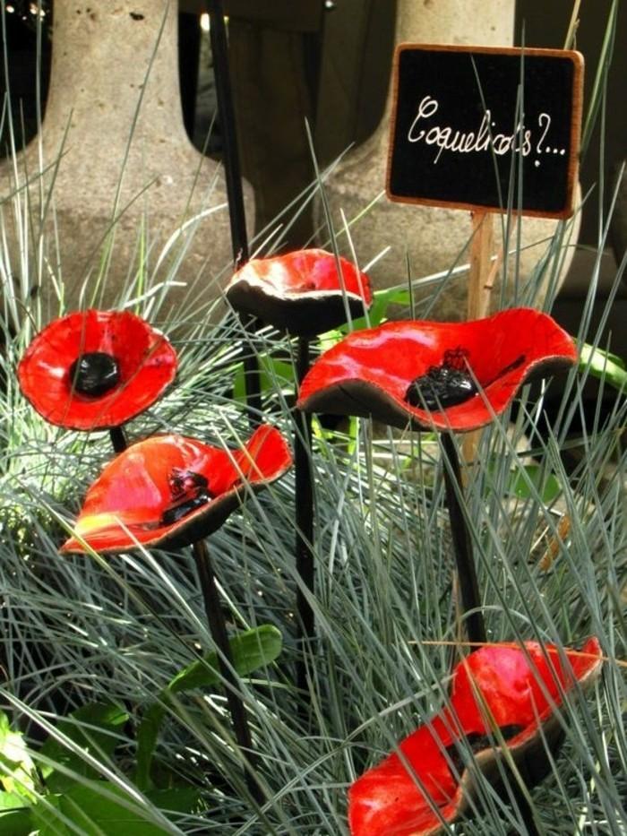 42-Sculpture pour jardin - fleurs rouges