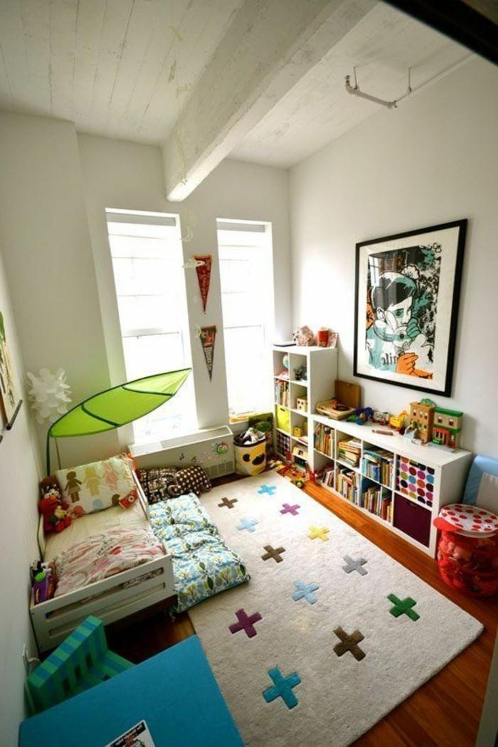 42idée-de-déco-superbe-chambre-bébé-lib-bas-étagères-table-basse-coffres-à-jouets-tapis-sacs-de-rangement