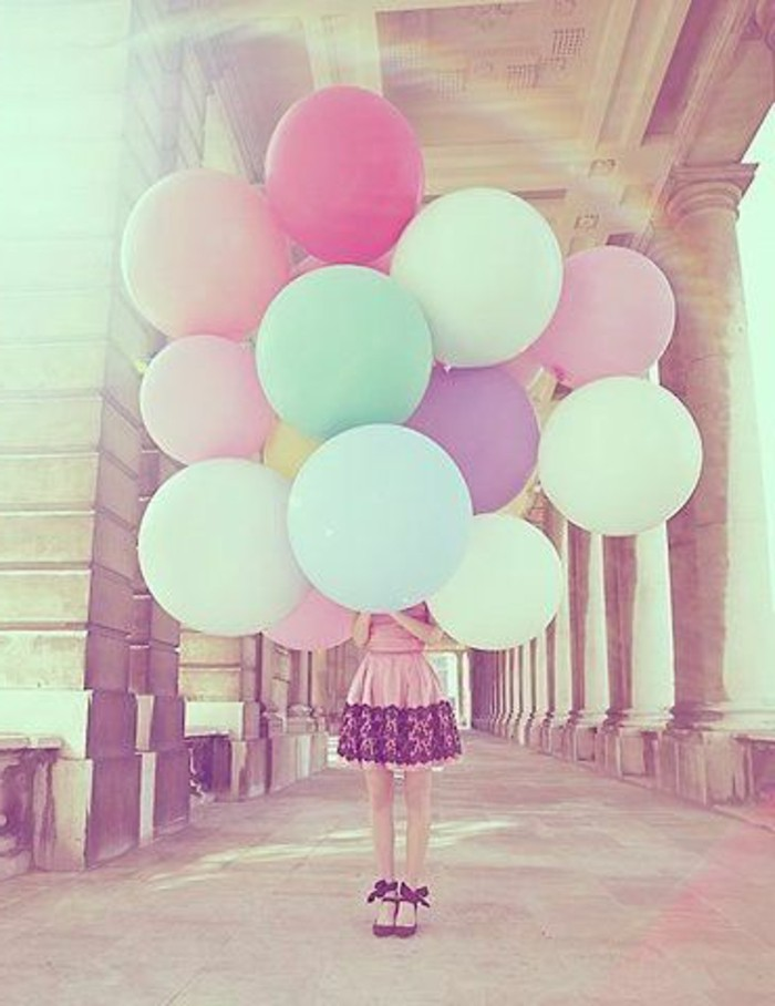 46-bouquet ballons cachant une fille