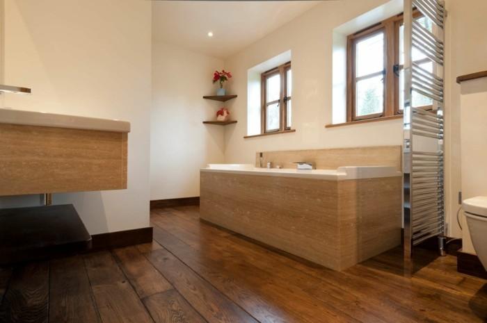 superbe-idee-deco-salle-de-bain-jolie-et-pratique-baignoire-à-encastrer-idée-salle-de-bain-parquet