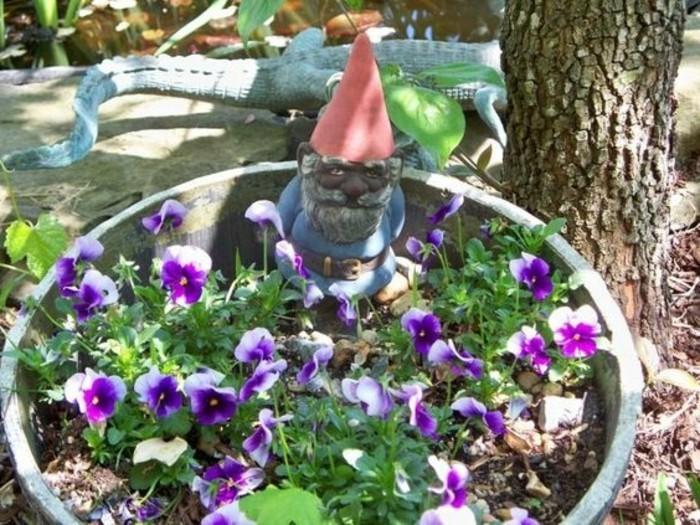 52-Nain de jardin pas cher avec un lezard derriere