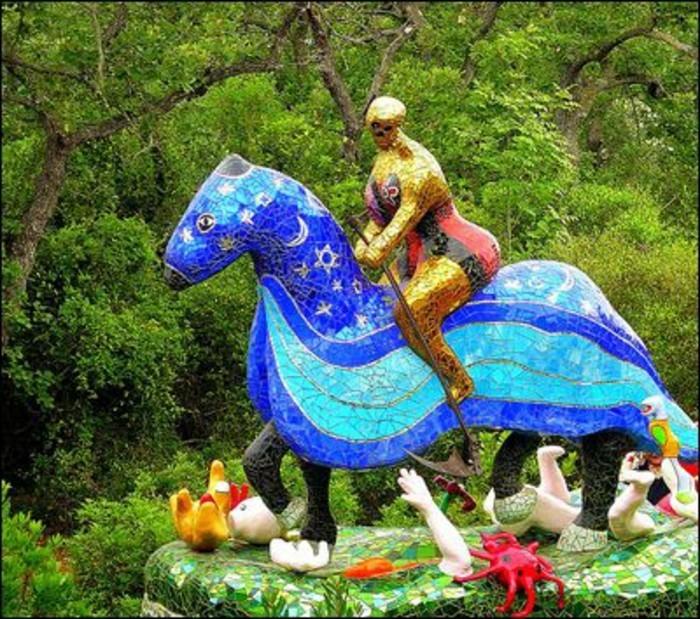 54-Sculpture exterieure - chevalier