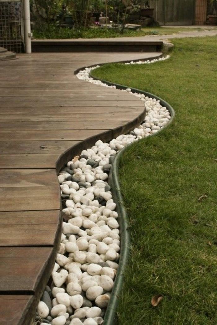 58-entretien d'une pelouse - des pierres devant