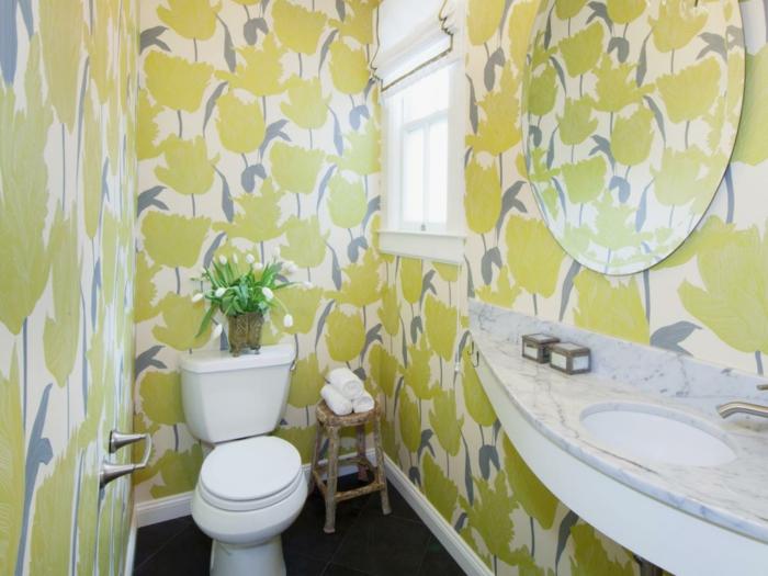 déco-salle-de-bain-originale-papier-peint-salle-de-bain-à-motifs-floraux