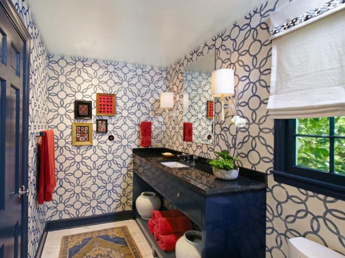 déco-salle-de-bain-petite-mais-extraordinaire-idée-papier-peint-salle-de-bain-intéressante