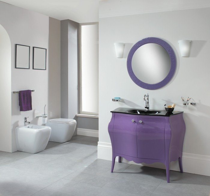 66-Salle de bain italienne en blanc et en lilas