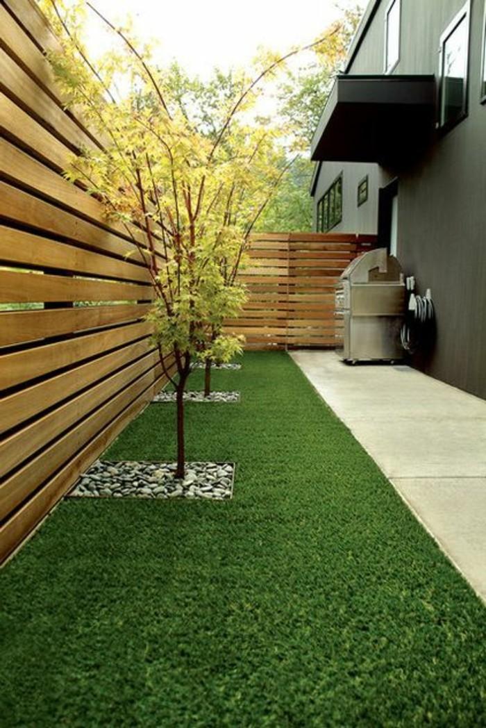 66-entretien d'une pelouse derriere une maison