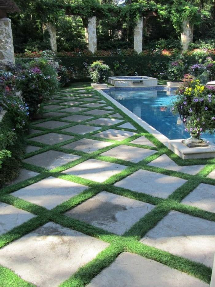 72-entretenir pelouse pres d'une piscine