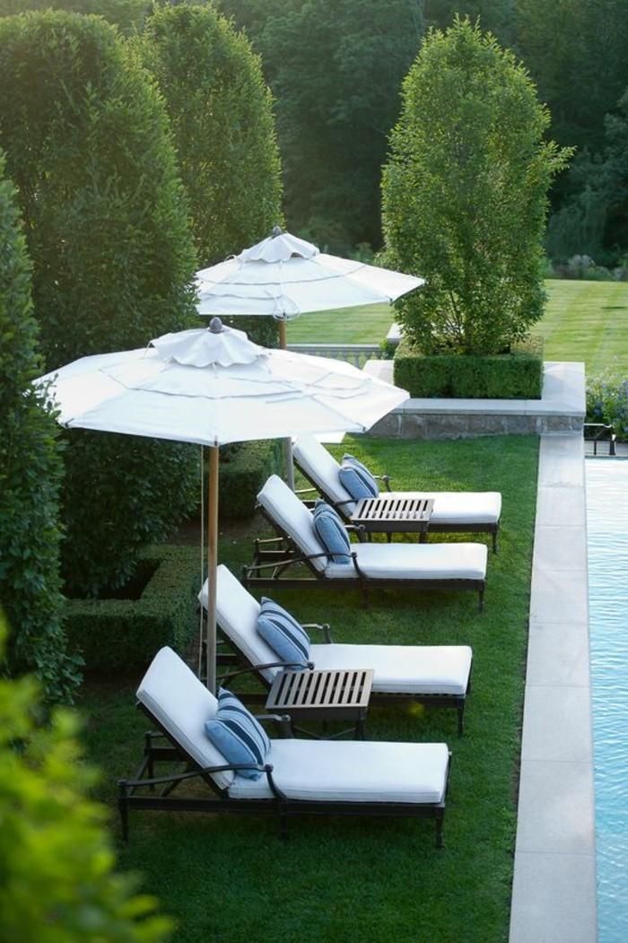 74-entretenir pelouse devant une piscine