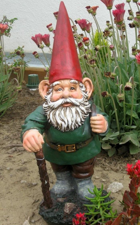 77-photo de nain de jardin avec un baton