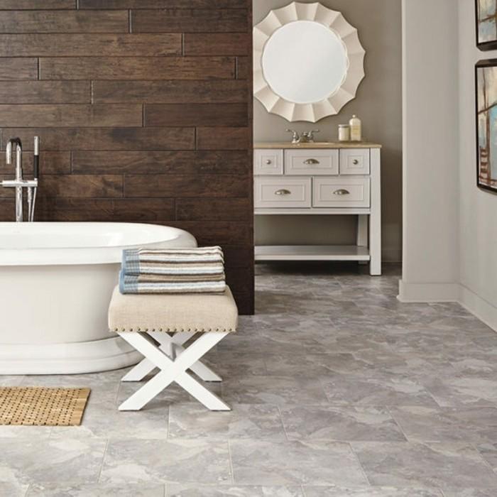 déco-salle-de-bain-sol-en-vinyle-imitation-marbre-miroir-rond-baignoire-à-poser