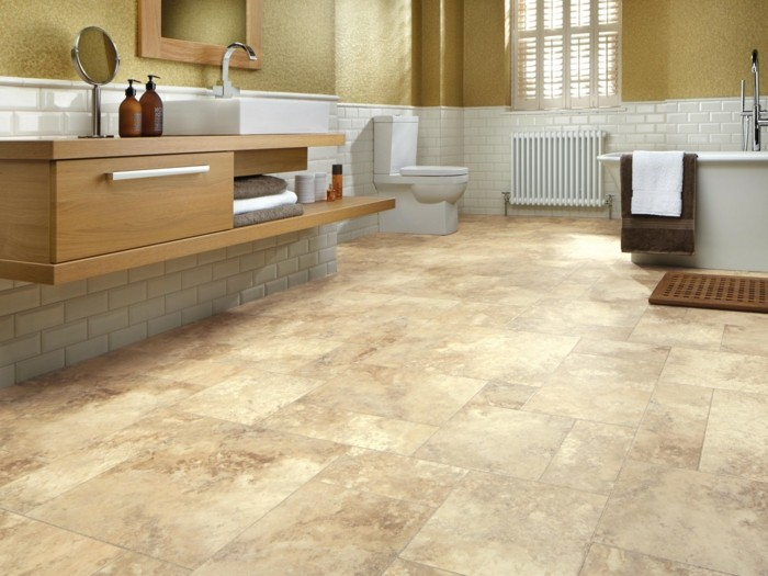 déco-salle-de-bain-sol-vinyle-salle-de-bain-spacieuse-vasque-à-poser-meuble-sous-vasque-en-bois-baignoire-à-poser