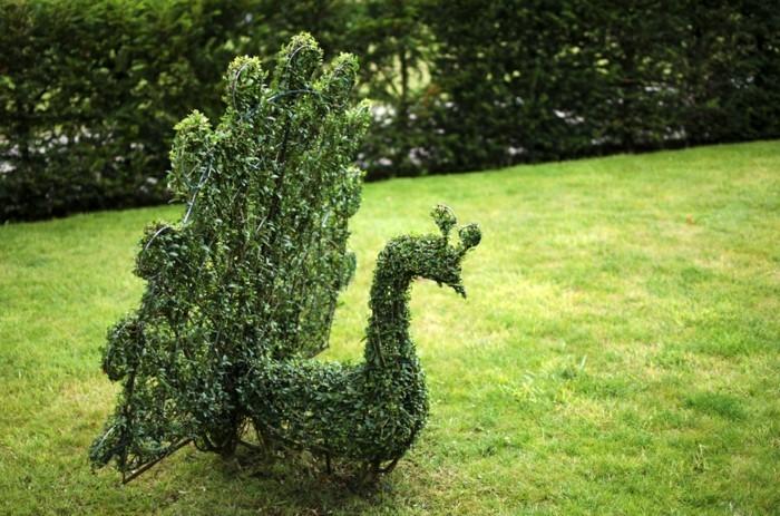 96-Statue de jardin - un paon