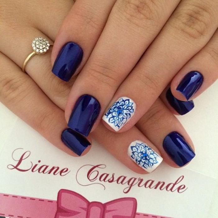 modèle-ongles-fantastique-bleu-et-blanc
