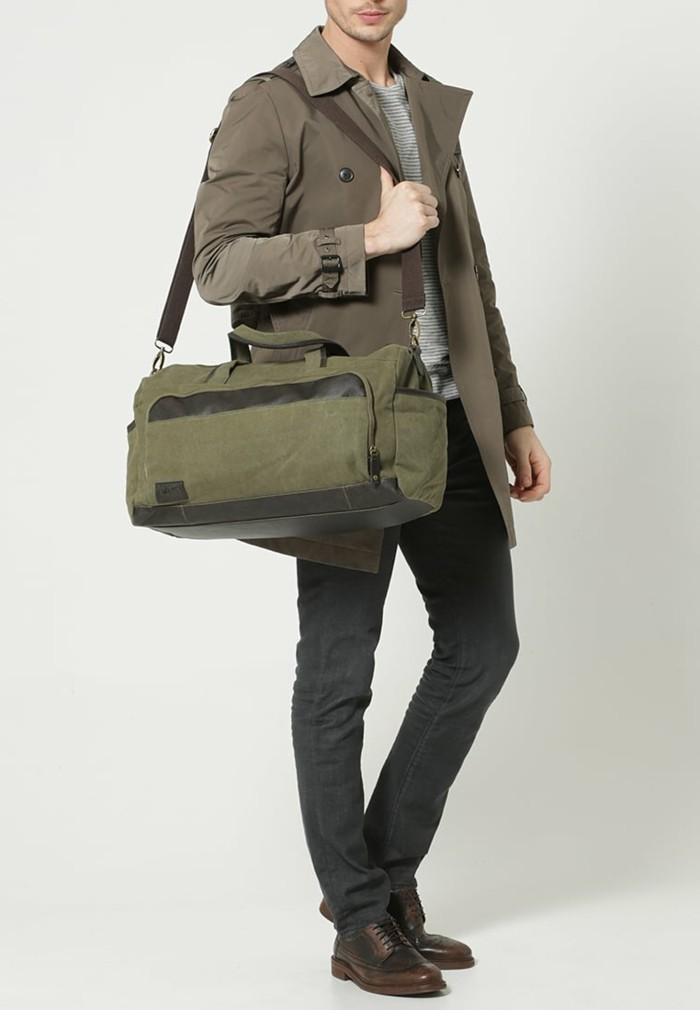 accessoire-voyage-zalando-olive-vert-cool-idée-mode-homme-resized