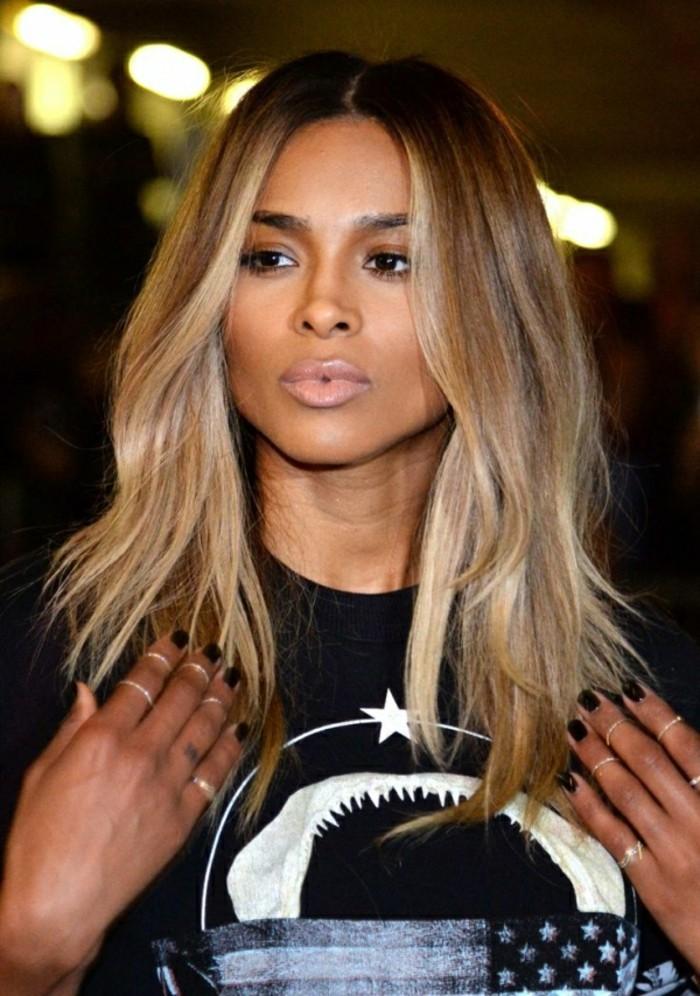 admirable-coiffure-balayage-blond-californien-femme-célèbre